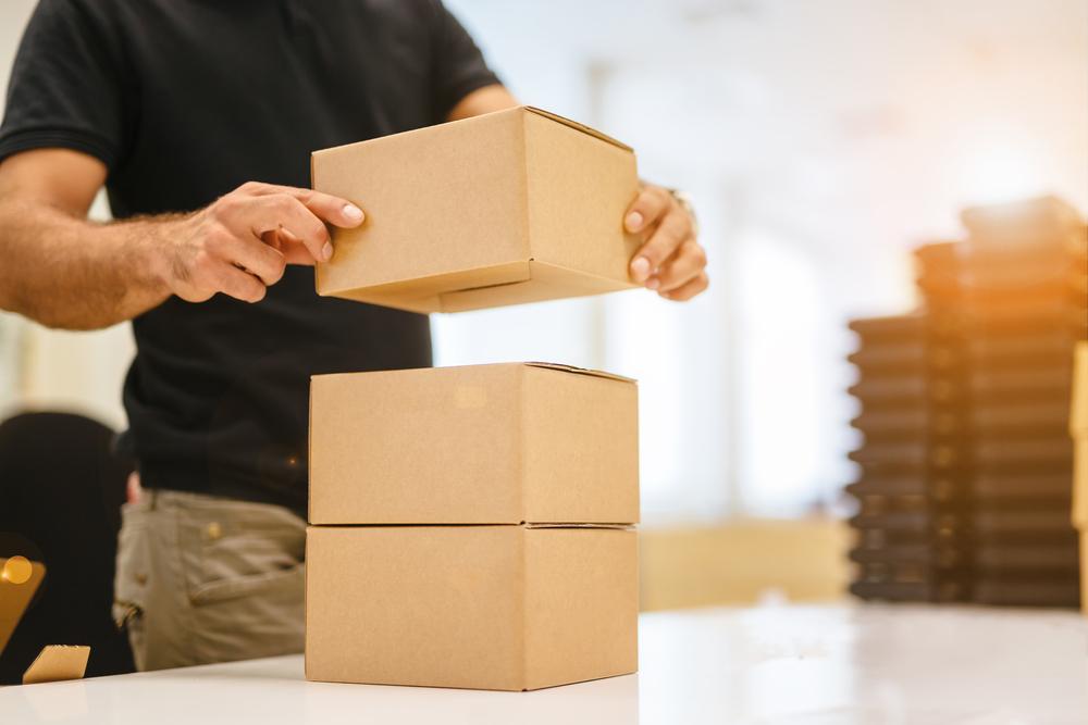 öntapadós csomagkísérő tasakok